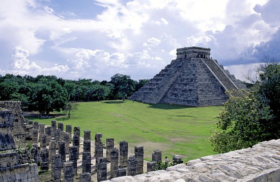 Chichén Itzá Pyramid - Creative Commons Media From Wikimedia Commons